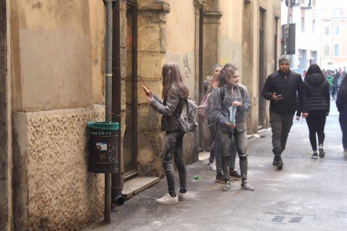Adolescentes no carnaval de Verona