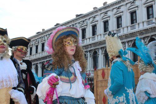 Fantasias completas de carnaval da alta sociedade veneziana