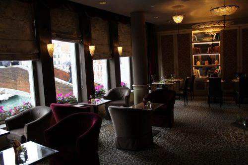bar do hotel Papadopoli MGallery em Veneza