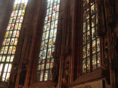 Vitrais da igreja Lorenzkirche em Nuremberg