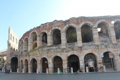 Fachada da Arena di Verona na Piazza Bra
