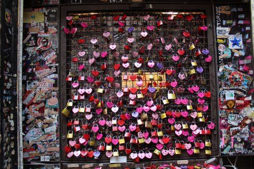Cadeados colocados por turistas em Verona