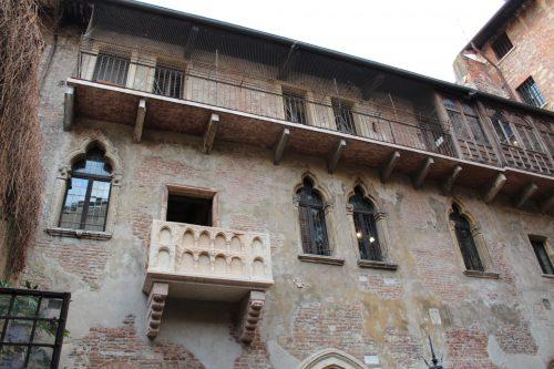 Bancada da casa da Giulietta em Verona