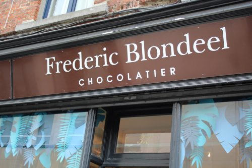 Frente da chocolateria Frederic Blondeel em Bruxelas