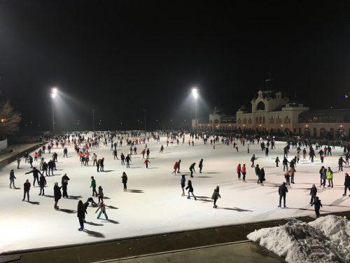 Ringue de patinação no gelo em Budapeste