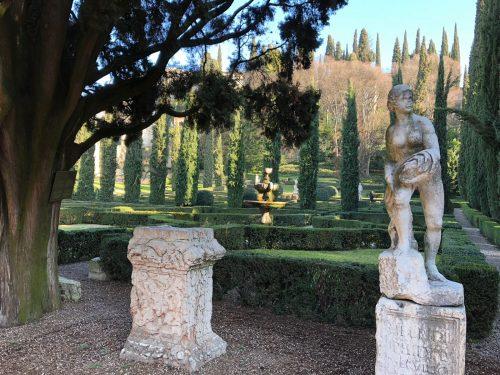 Obras de arte e jardim do Giardino Giusti