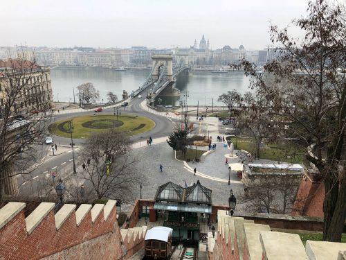 Funicular do Castelo de Buda e Peste ao fundo