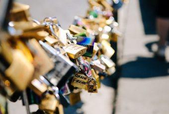 """A """"epidemia"""" dos cadeados de amor"""