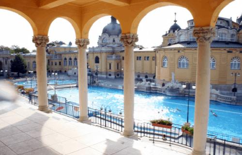 Piscinas do Szechenyi Baths em Budapeste