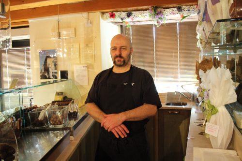 O proprietário da Zeno Gelato e Cioccolato em Verona