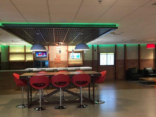 Bar da Heineken no hotel Tryp do aeroporto de Guarulhos