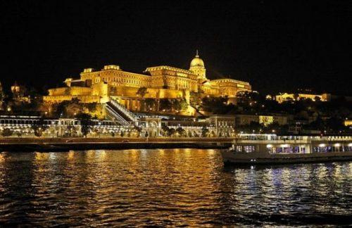 foto do castelo de buda de noite
