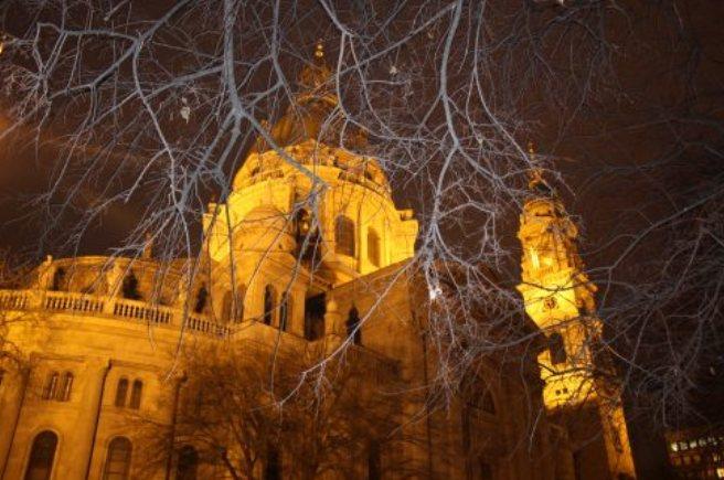 Basílica Santo Estevão de noite