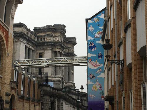 Arte de rua em um prédio do Sablon