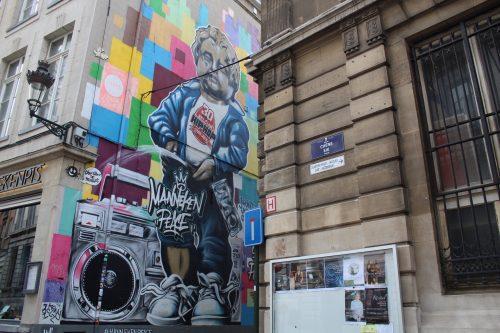 Arte de rua do Manneken Pis em Bruxelas