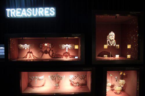 Acessórios com cristal Swarovski em exposição