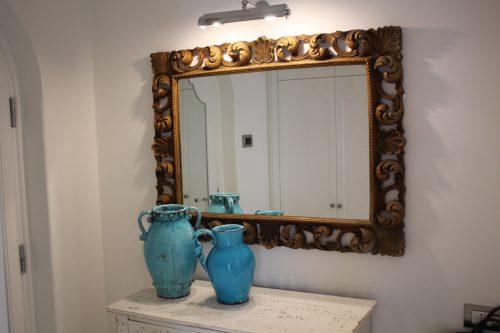 Peças de designers no quarto do Villa Franca Positano
