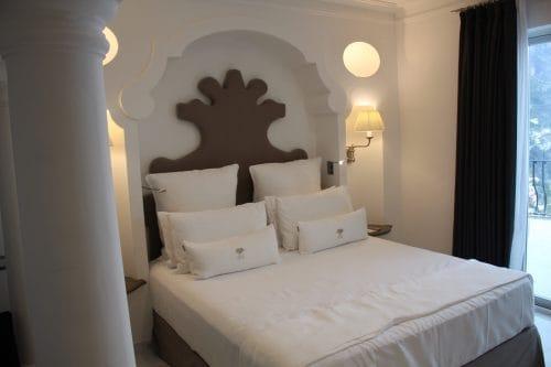 Design da cama do quarto do Villa Franca Positano