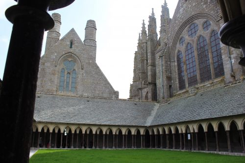 arquitetura do santuário em Mont Saint-Michel
