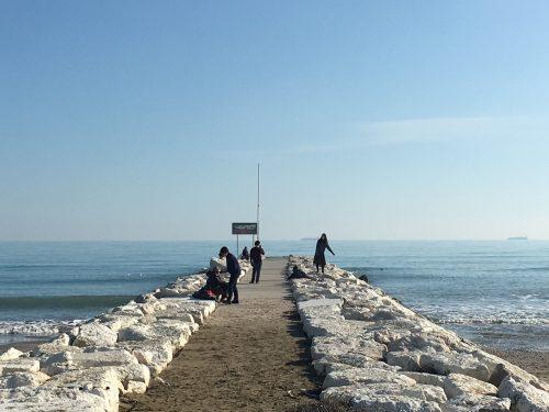 Turistas na praia de Veneza