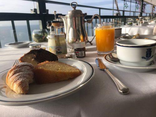 pães e produtos frescos no desjejum do Santa Caterina