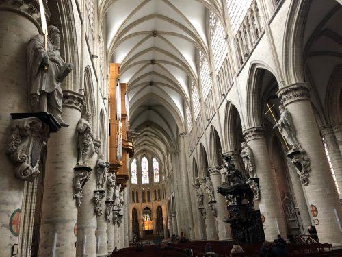 Interior da Catedral S. Michel et Gudule em Bruxelas
