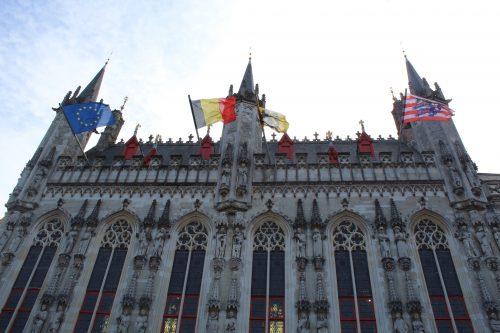 Frente do prédio da Prefeitura de Bruges