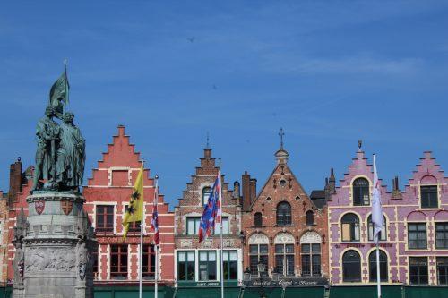 Casas coloridas na Grote Markt, em Bruges