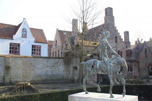 Estátua Cavaleiro do Apocalipse em Bruges