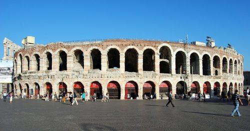Como é a Arena de Verona
