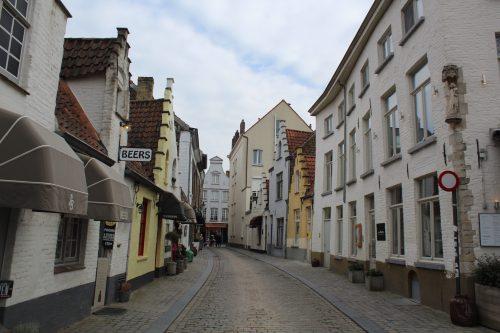 Casas e comércio de cervejas em Bruges