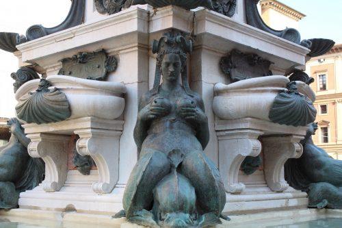 Sereia da fonte de Netuno em Bolonha