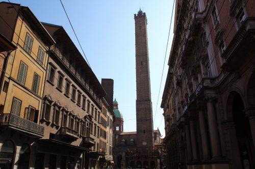 Torre degli Asinelli vista de longe