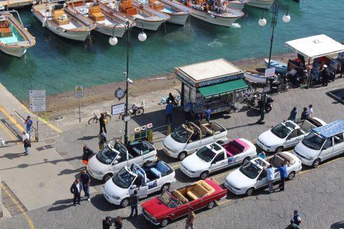 Carros conversíveis na Itália