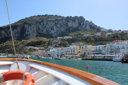 Barco na ilha de Capri
