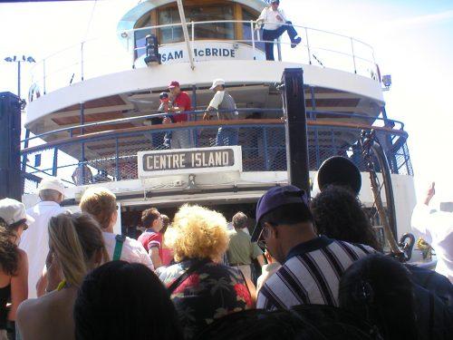 Embarcação de dois andares para Toronto Island Park
