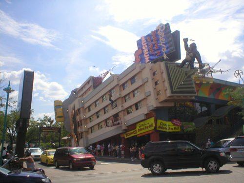 King Kong e prédio derrubado em Niagara Falls