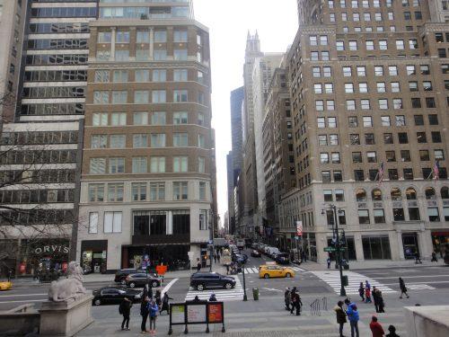 Prédios e pessoas em Nova York