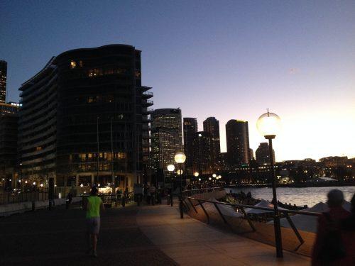 Prédios e o movimento de pessoas em Sydney