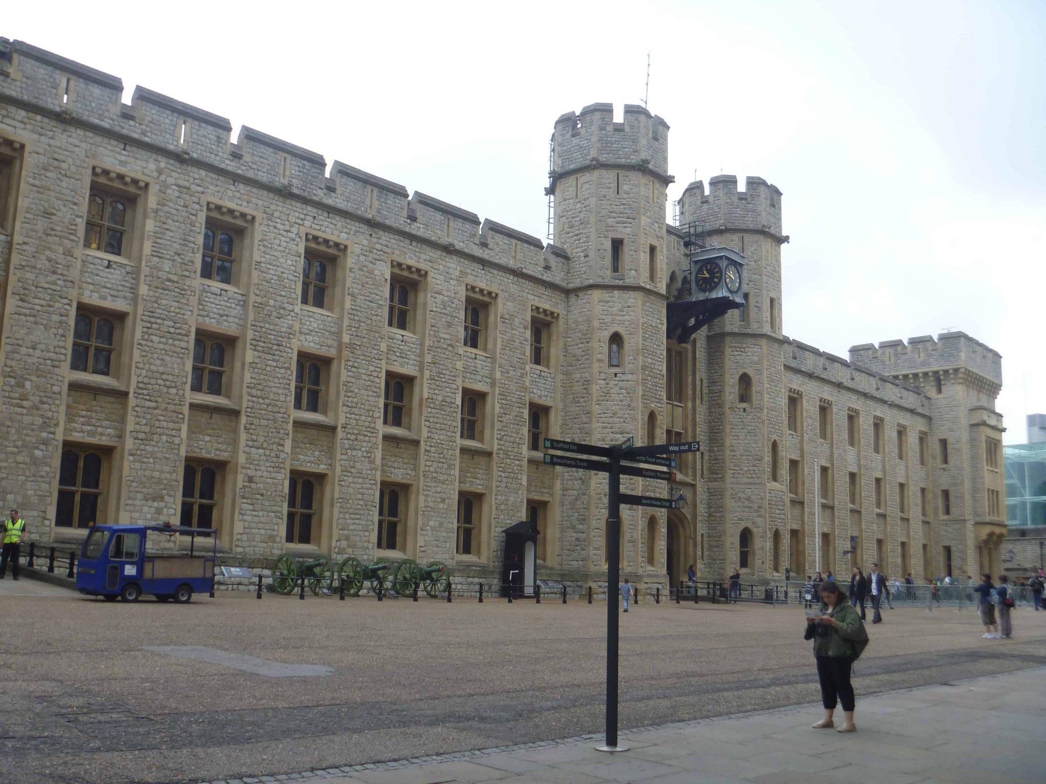 O que fazer em Londres: entrada das Jóias da Coroa, na Torre de Londres