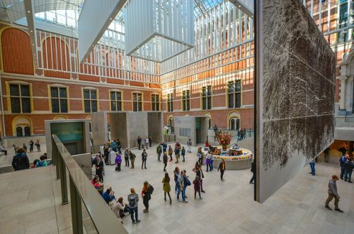 Visitantes no Rijksmuseum, em Amsterdam