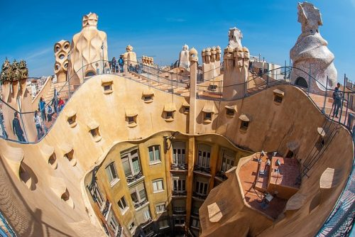 Arquitetura interna e vigas da La Pedrera