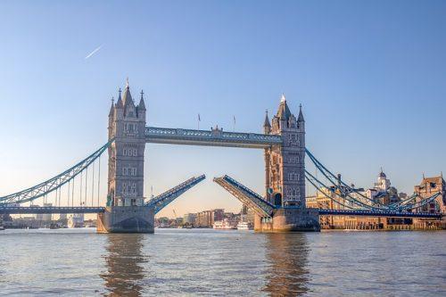 Arquitetura da Torre e rio, em Londres