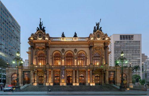 Frente do Teatro Municipal em São Paulo