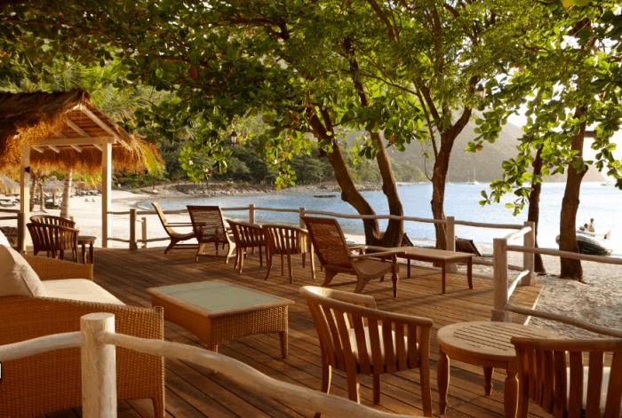 Restaurante waterfront, de frente para a praia