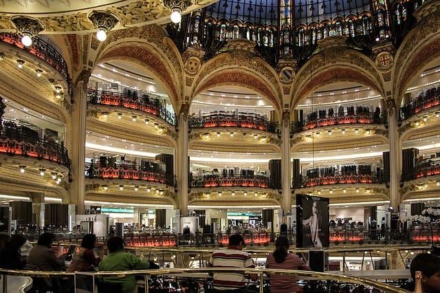 Bancadas internas da Galeries Lafayette