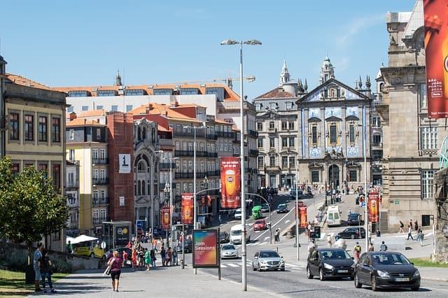 Movimento na cidade do Porto