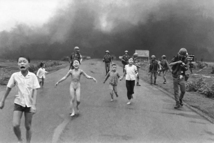 Crianças fugindo da guerra