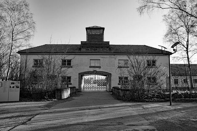 fachada do campo de concentração Dachau