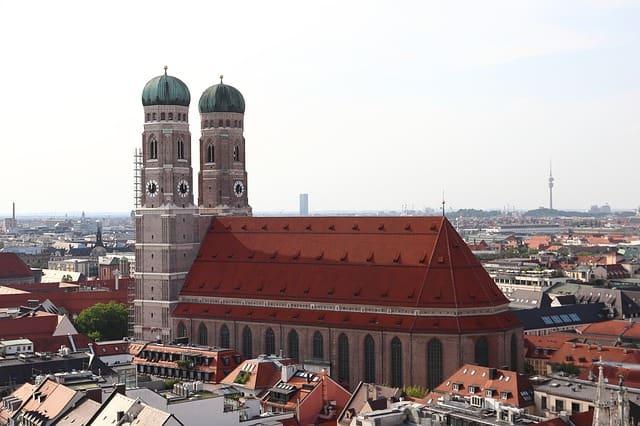 arquitetura e torres da Frauenkirche